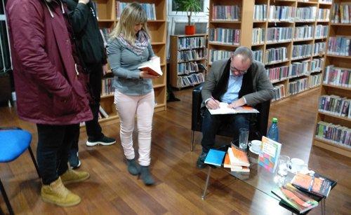 Spisovateľ Peter Gašparík na diskusii o svojich knihách